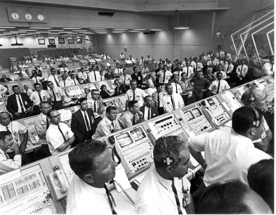 US-APOLLO 11-CONTROL ROOM